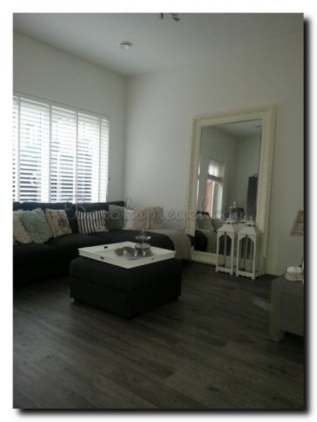 grote-spiegel-barok-wit-op-vloer-1